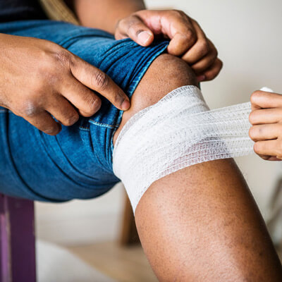taping a knee